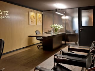 Paola Calzada Arquitectos Office spaces & stores Wood Brown