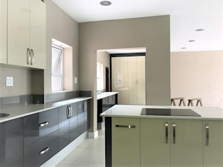 par Zingana Kitchens and Cabinetry Moderne