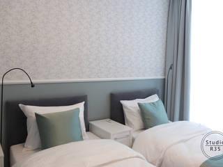 Apartament na wynajem: styl , w kategorii Sypialnia zaprojektowany przez Studio R35