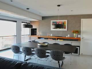 Sala de jantar em apartamento remodelado: Salas de jantar modernas por SIMONE CASTRO