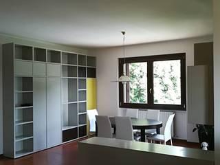 Ingresso e salotto: Sala da pranzo in stile  di GrammArt Cucine & Design