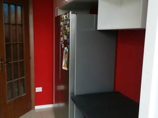 Cucina Laccato lucido bianco: Cucina attrezzata in stile  di GrammArt Cucine & Design