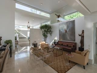 Casa Alamos / Oax Arquitectos Salones modernos de Eduardo Alarcón Fotografía Arquitectónica Moderno