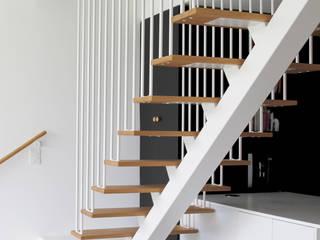 Rénovation à Trentemoult: Salon de style  par Tiphaine Modin