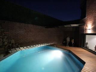 Remodelación Casa Oscar Burgos Albercas modernas de SARQ SM Moderno