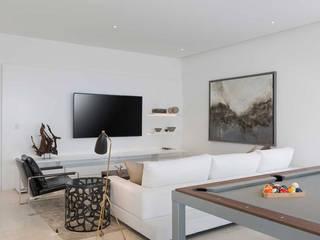 Moderner Multimedia-Raum von Carlos De La Rosa Modern