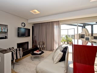 Um duplex para conviver, festejar e relaxar : Salas de estar  por +2 Arquitetura,
