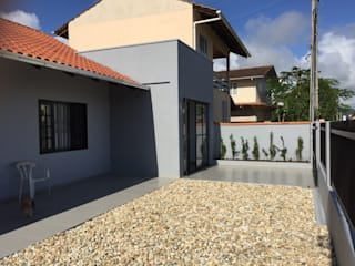 Reforma Residência - Penha/SC: Casas familiares  por AWS • ARQUITETURA,Moderno