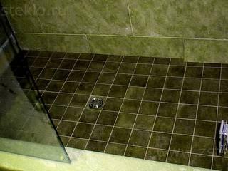 Baños de estilo moderno de Zстекло Moderno
