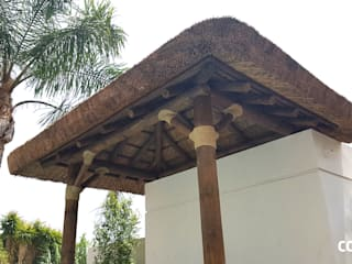Pérgola de Junco Africano: Casetas de jardín de estilo  de COBERTI