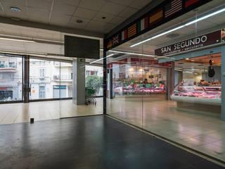 Delegación de un grupo de Empresas en el Mercado Municipal de Sitges Barcelona Centros comerciales de estilo moderno de FPM Arquitectura Moderno