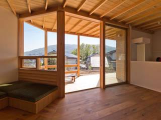 生駒の家2: エイチ・アンド一級建築士事務所 H& Architects & Associatesが手掛けたリビングです。