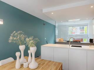 maatwerk keuken en eetkamer Moderne keukens van StrandNL architectuur en interieur Modern