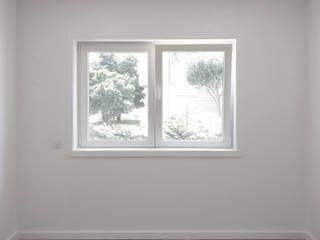 Quarto: Quartos minimalistas por PortoHistórica Construções SA