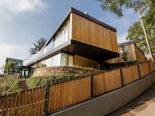 Villa am Rande des Wienerwaldes: moderne Häuser von RATAPLAN - Architektur ZT GmbH