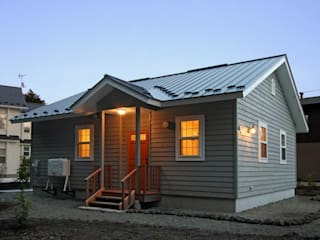 軽井沢の週末住宅: (有)岳建築設計が手掛けた家です。,コロニアル