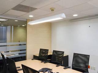 Corporativo Leo Pharma: Estudios y oficinas de estilo moderno por montage arquitectos