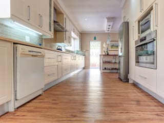 Kitchen by Wanabiwood Flooring, Classic