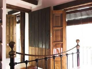 Casa Singuita Dormitorios de estilo rural de Mirasur Proyectos S.L. Rural