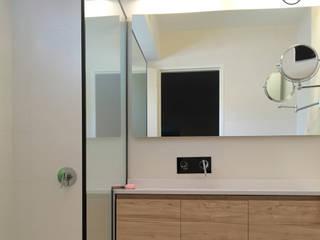 Interiorismo : Baños de estilo moderno por Kgarquitectura