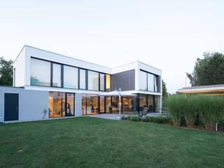 Minimalistyczne domy od Schiller Architektur BDA Minimalistyczny