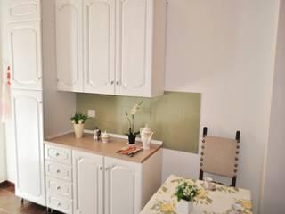 Dapur built in oleh COSTRUZIONI ROMA SRL