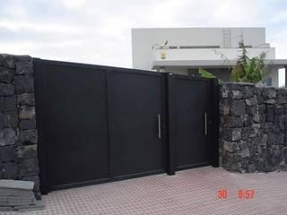 Puertas modernas de Herrería Querétaro Moderno