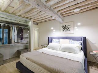 PROGETTO APPARTAMENTO IN TOSCANA : Camera da letto in stile  di GRILLI ARREDAMENTI D'INTERNI, Moderno