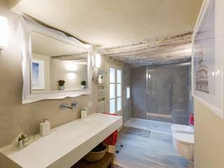 PROGETTO APPARTAMENTO IN TOSCANA : Bagno in stile  di GRILLI ARREDAMENTI D'INTERNI, Moderno