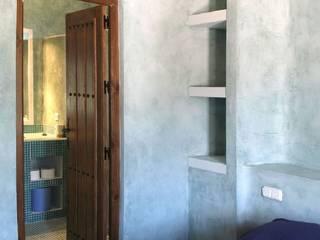 Casa en Melegís Dormitorios de estilo rural de Mirasur Proyectos S.L. Rural