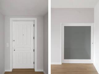 Minimalist style doors by PortoHistórica Construções SA Minimalist