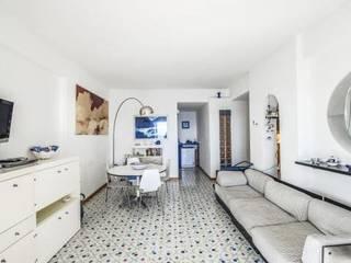 Ruang Keluarga oleh COSTRUZIONI ROMA SRL