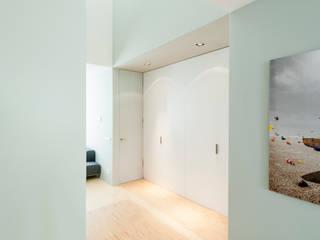 Woonhuis Brederodestraat Moderne gangen, hallen & trappenhuizen van Bas Vogelpoel Architecten Modern
