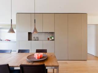Woonhuis Churchillaan:  Eetkamer door Bas Vogelpoel Architecten, Modern