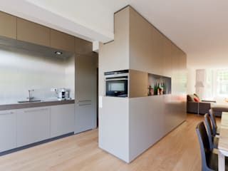 Woonhuis Churchillaan:  Inbouwkeukens door Bas Vogelpoel Architecten, Modern