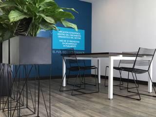 Sala de Ventas Proyectos Comerciales - Envigado: Oficinas y Tiendas de estilo  por Mental Design