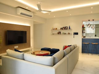 Apartment on Golf Course Extn. Road, Gurugram:  Living room by The Workroom