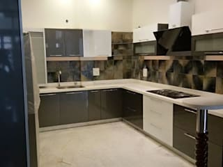 U shape Kitchen.....with German Fittings..:   by Archspace Interio