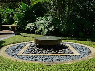 Landscaping Ideas:   by Revamp Interiors