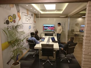 Office Interiors:   by Revamp Interiors