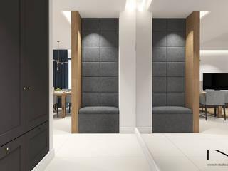 Projekt mieszkania, Gdańsk: styl , w kategorii Korytarz, przedpokój zaprojektowany przez IN studio projektowania wnętrz