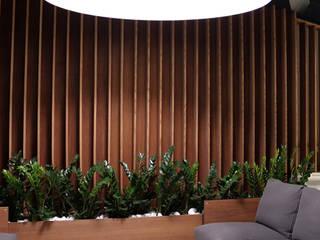 HAUSDER - drewno w nowoczesnym wydaniu Nowoczesny salon od Luxum Nowoczesny