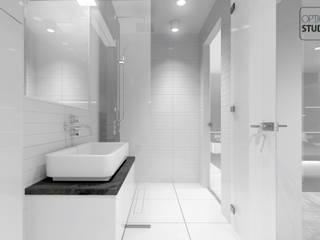 Nowoczesna łazienka przy sypialni: styl , w kategorii Łazienka zaprojektowany przez OptionSTUDIO Projektowanie wnętrz