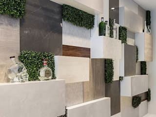 SHOWROOM LOVE TILES: Paredes  por Wonder Wall - Jardins Verticais e Plantas Artificiais