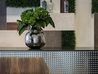 SHOWROOM LOVE TILES: Salas de jantar  por Wonder Wall - Jardins Verticais e Plantas Artificiais