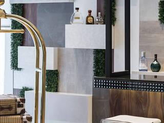 Pasillos, vestíbulos y escaleras de estilo moderno de Wonder Wall - Jardins Verticais e Plantas Artificiais Moderno