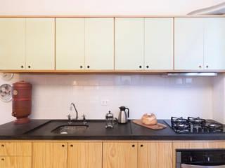 INÁ Arquitetura Cocinas de estilo moderno Madera Acabado en madera