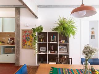 INÁ Arquitetura Comedores de estilo moderno Madera Verde