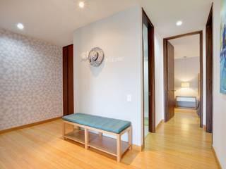 Pasillos, vestíbulos y escaleras de estilo moderno de Natalia Mesa design studio Moderno