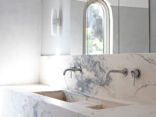 Vila Redonda: Casas de banho  por Justina Klybaite Studio